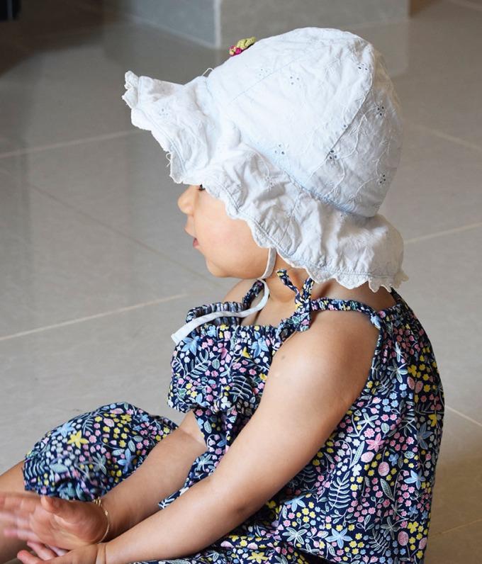 lina-et-son-chapeau-bleu