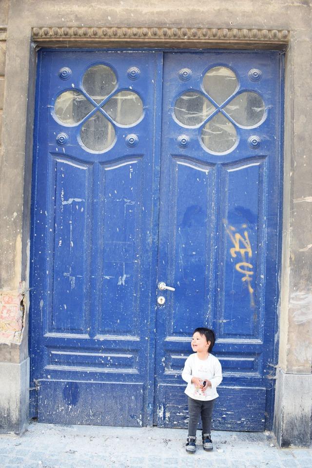 lina et la jolie porte bleue