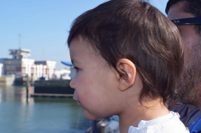 lina et papa sur le port