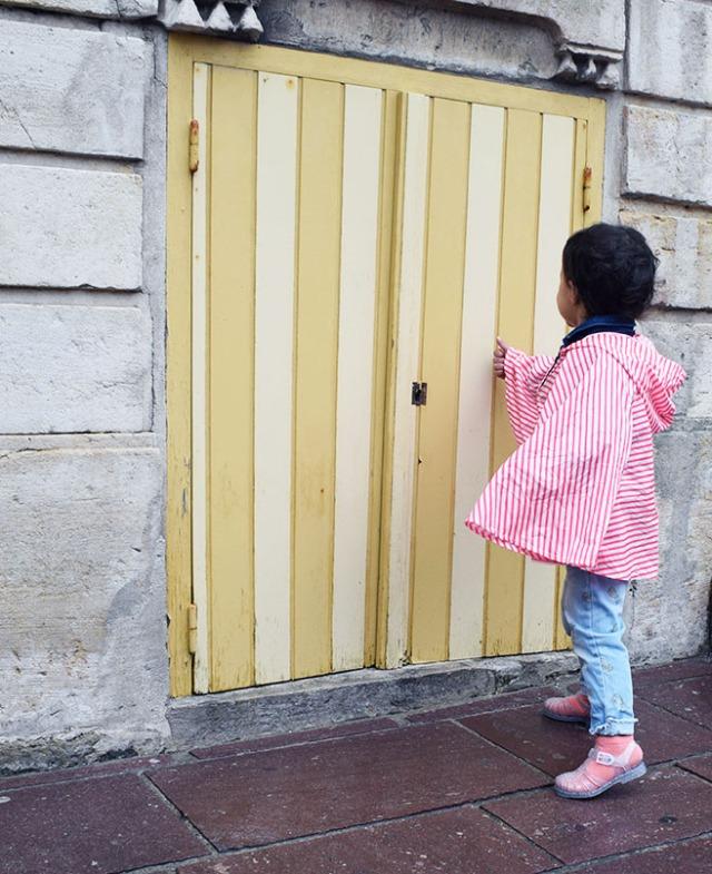 la linette et la mini porte jaune