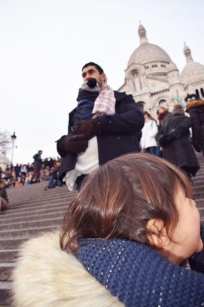 lina et rachid devant la basilique Montmattre